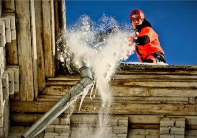 Очистка крыш от снега и сосулек Киев